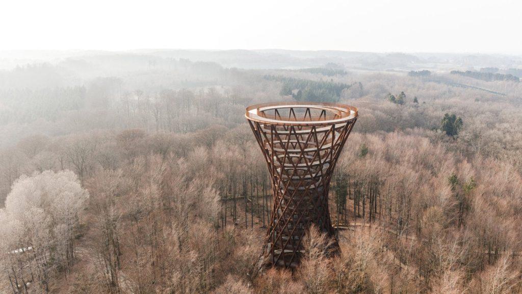 """อลังการ """"ทางเดินศึกษาธรรมชาติ"""" ที่ """"วนเป็นเกลียว"""" ทอดสูงขึ้นไปบนหอคอยสูง 45 เมตร"""